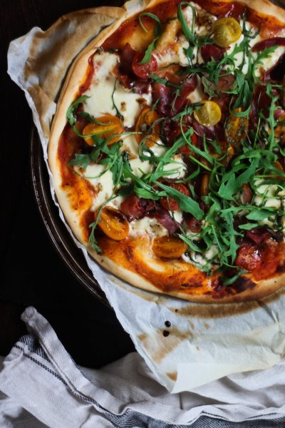 Quick & easy pizza with mozzarella & parma ham