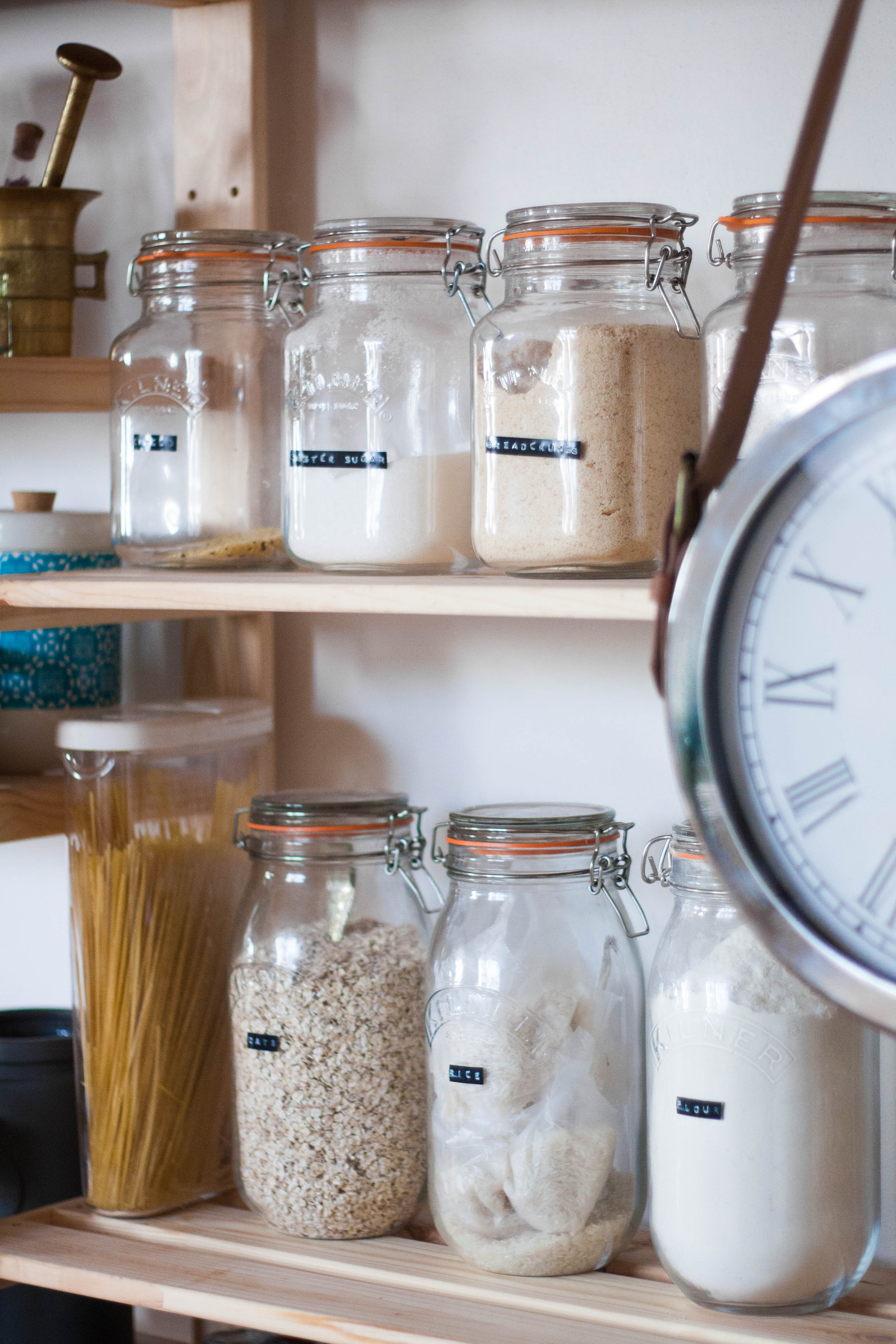 aPRAGUEment 101: 5 tips on how to create a beautiful open pantry
