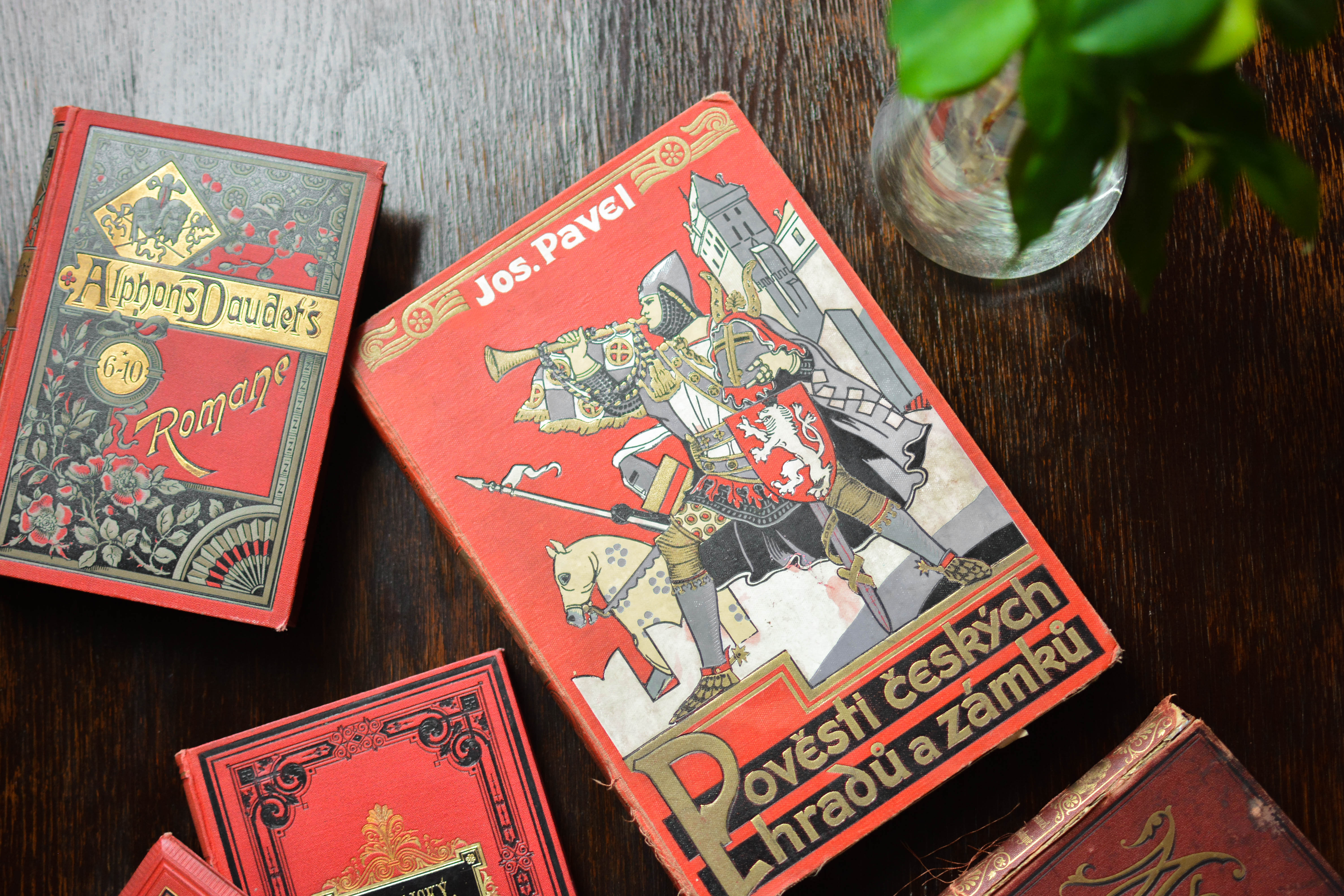 5 reasons you should buy vintage books